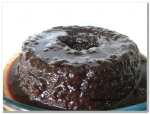 Bolo de chocolate feito com a calda (3)