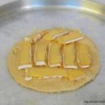 Pizza de queijo brie, pera, castanha e mel (7)
