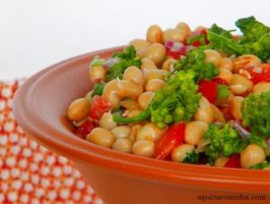 Salada de Soja Com Brocolis