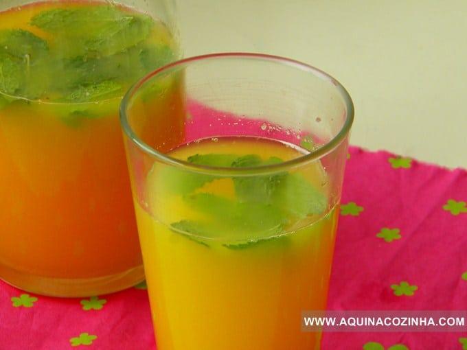Bebida refrescante de vinho branco e laranja