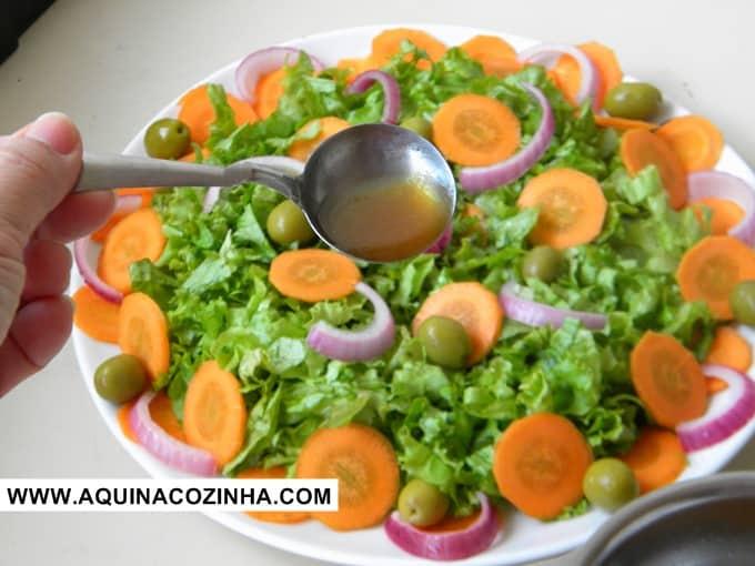 salada com molho de melaço