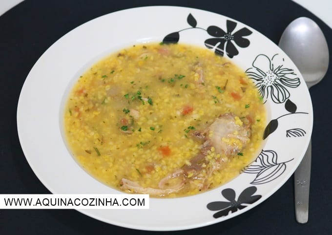 Sopa de Canjiquinha com costelinha