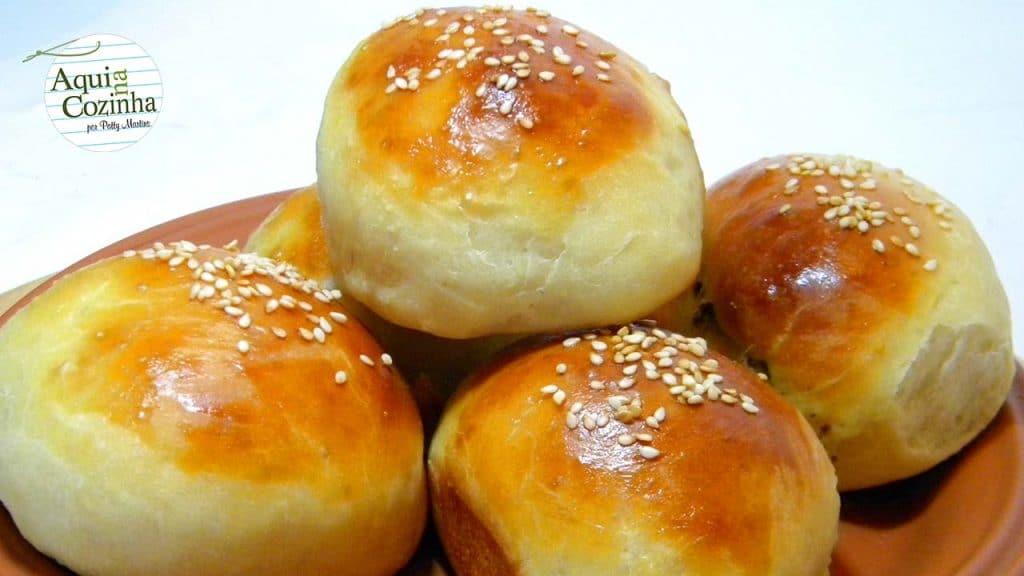 Essa receita de pãozinho recheado é uma receita básica para se ter em casa. Com ela podemos fazer pães recheados ou não.